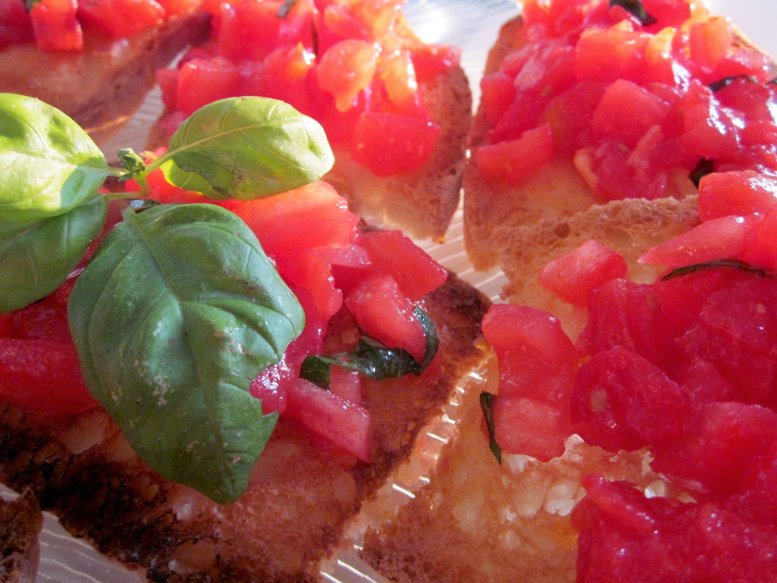 bruschette con pomodori e basilico