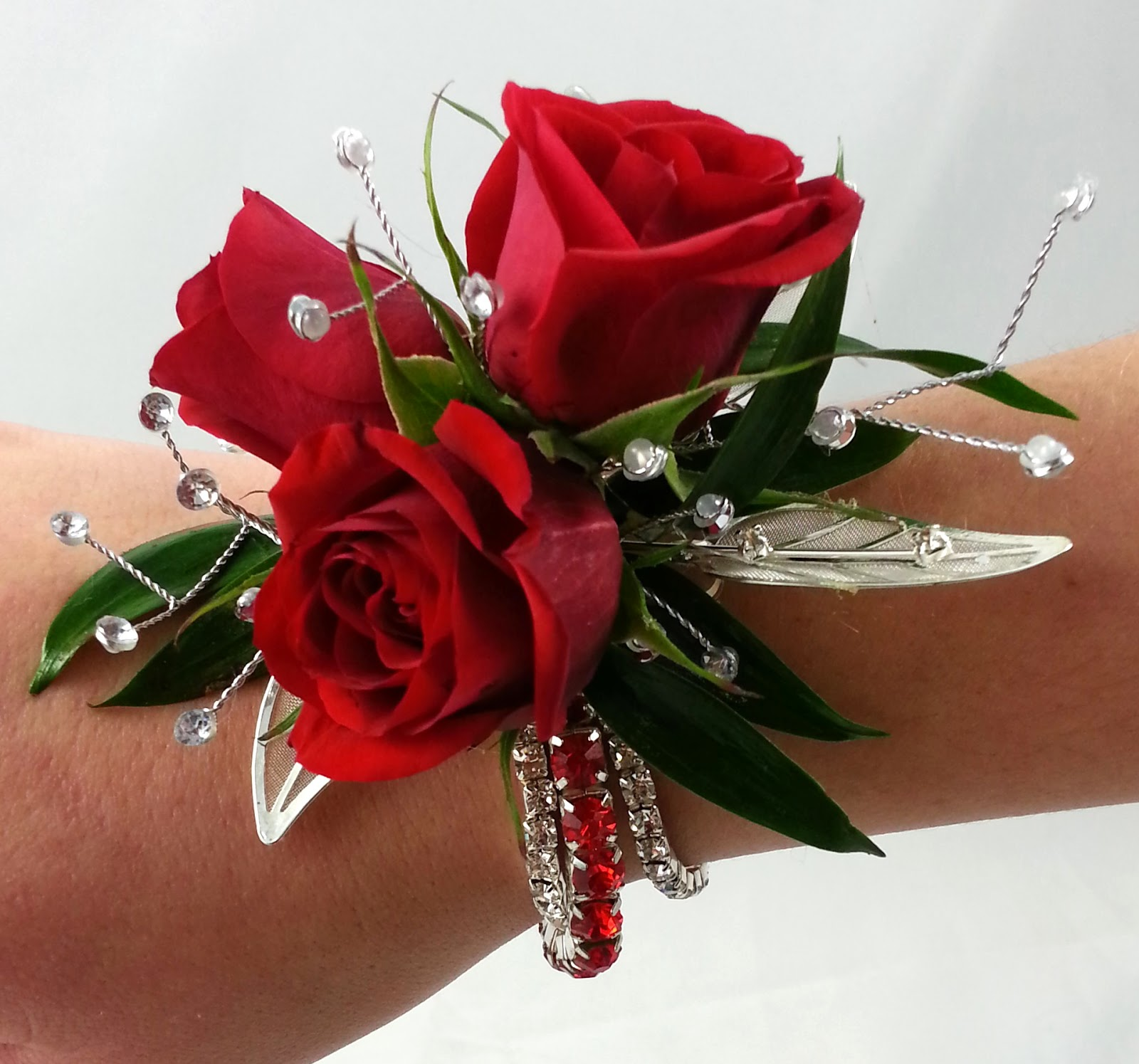 1000 Ideas About Red Rose Boutonniere On Pinterest