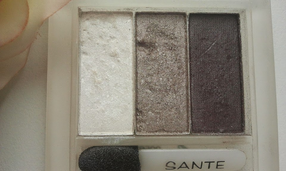 Sante-Naturkosmetik-Eyeshadow-Trios-Smokey-Eyes-06-on-my-table-in-my-kitchen