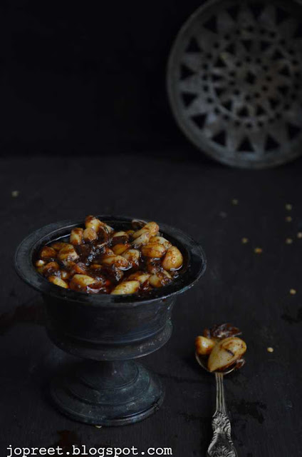 Malai Poondu Oorugai / Garlic Pickle