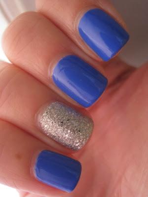 Bourjois-It's-Raining-Stars-Bleu-Fabuleux-swatch-glitter-blue-silver