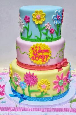 Tarta de colores con flores