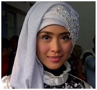 Kumpulan Gambar Trend Model Hijab Modern ala April Jasmine