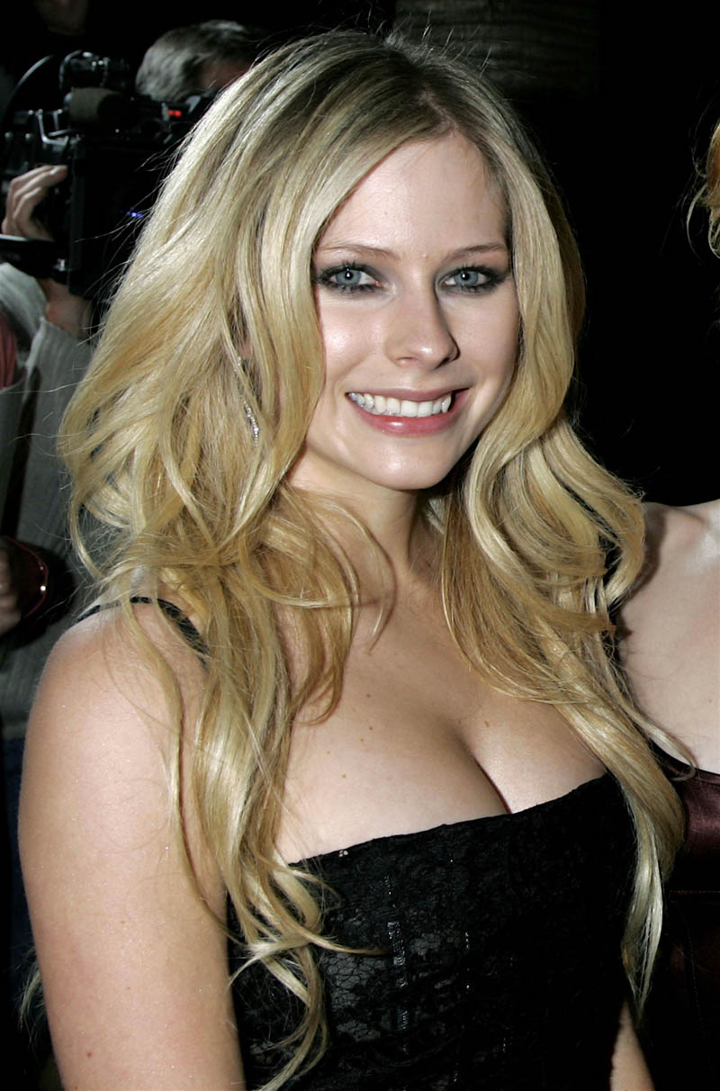 New fashion trends - Avril Lavigne New Beautiful Picture Collection 2011