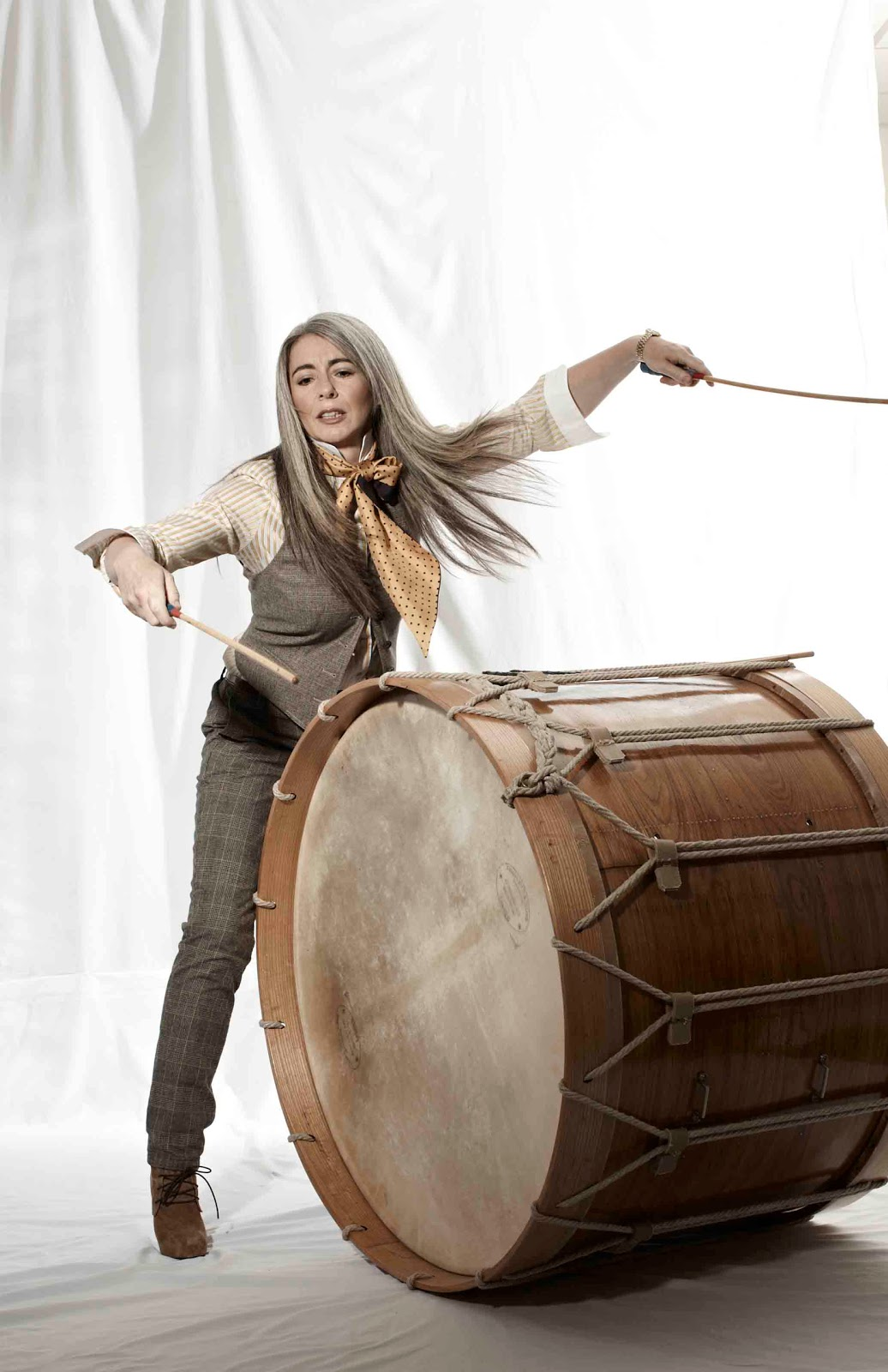 evelyn glennie Dame evelyn glennie, who was appointed dame commander of the order of the british empire in the 2007 new year honours list, is one of the best-known.