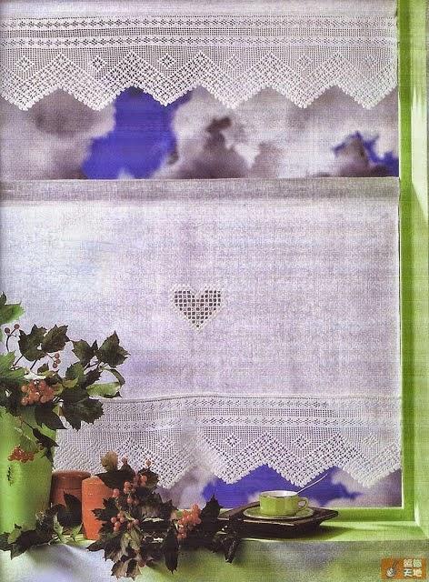 Cenefa tejida con técnica de crochet filet