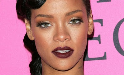 How to Get Rihanna's Dark Lip Look - Beauty Icons