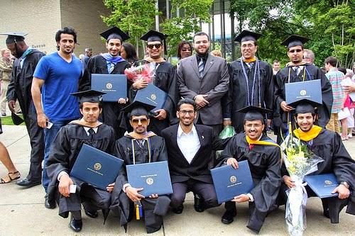 جامعة تنيسي الوسطى تحتفل بخريجيها في النادي السعودي