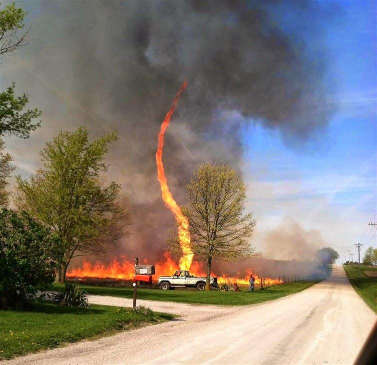 Bienvenidos al nuevo foro de apoyo a Noe #271 / 30.06.15 ~ 03.07.15 - Página 37 Este+insolito+tornado+de+fuego+fue+captado+en+Missouri,+Estado+Unidos+el+pasado+dia+03+de+mayo+...