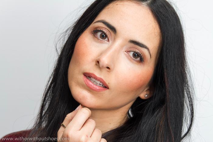 Explicación de Como maquillarse para ir a trabajar de manera natural y favorecedora con sombras tonos marrones tierra nude de L'Oreal