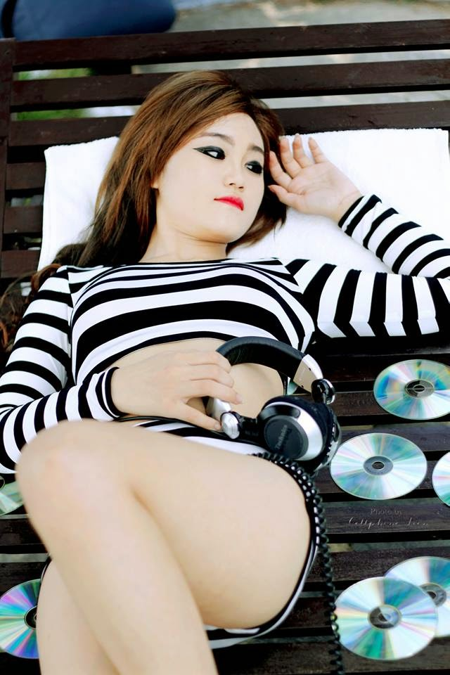 Ngắm nữ DJ xinh đẹp gợi cảm nóng bỏng