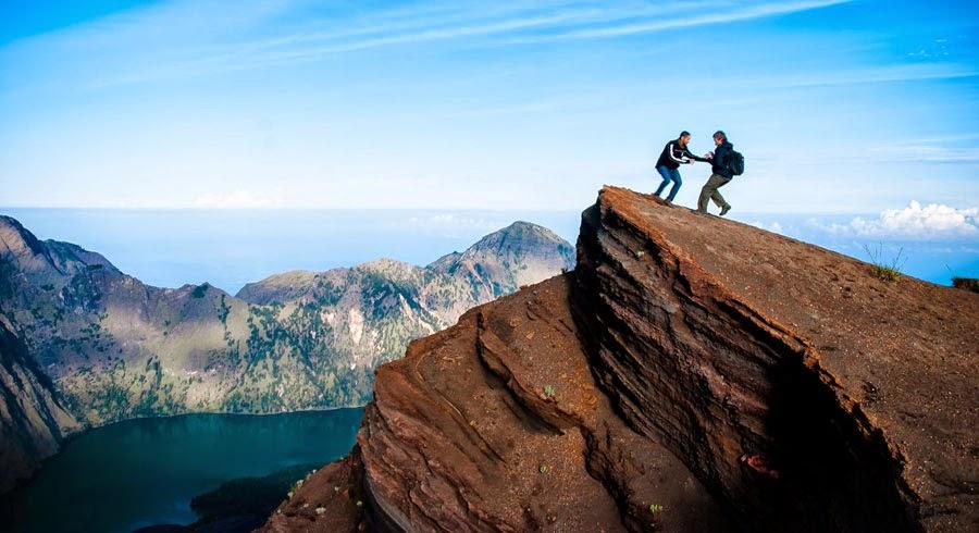 Kawah Plawangan Sembalun ketinggian 3000 m dpl Taman Nasional Gunung Rinjani