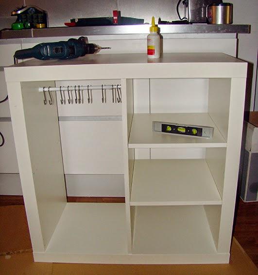 Un armario auxiliar para guardar los bolsos con expedit - Cocina dentro de un armario ...