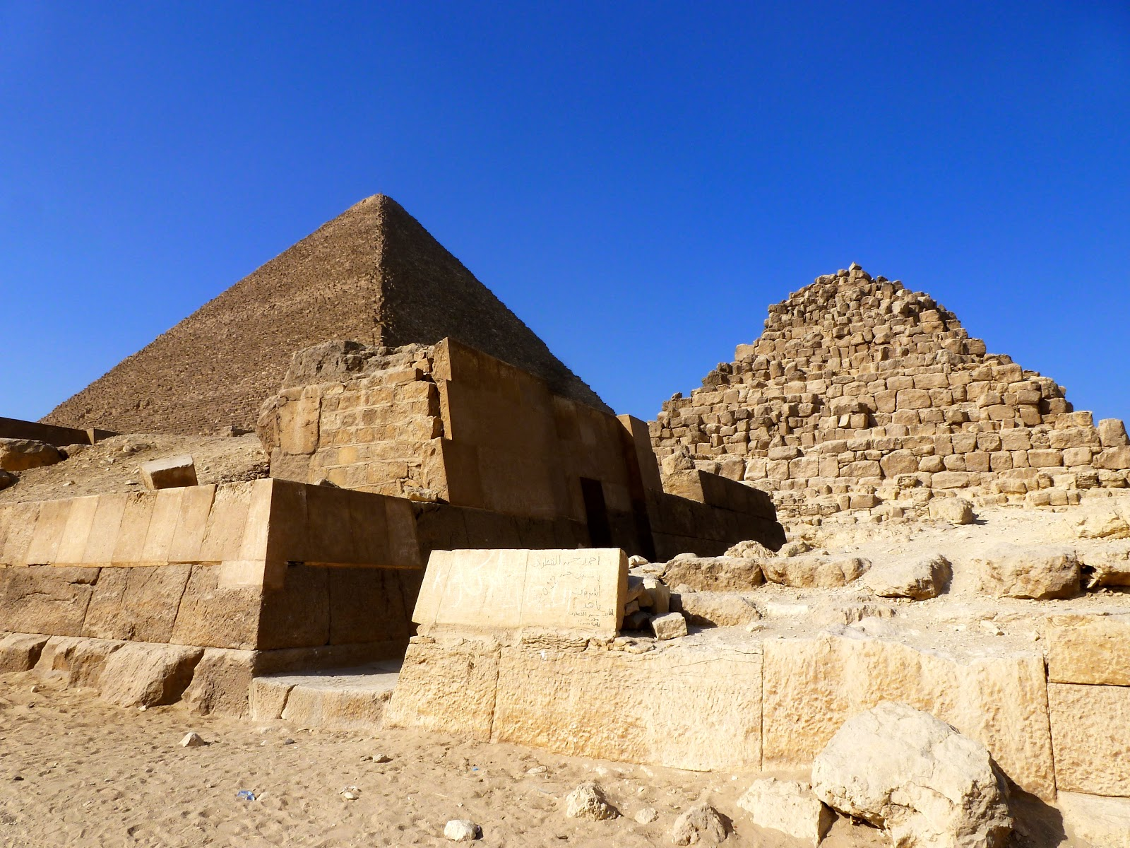 It is obligatory that Savanna go to Giza which opened the door for me to fulfill pent up curiosity. & Go to Giza: the Sphinx Pyramids and Camel Dung | 8142