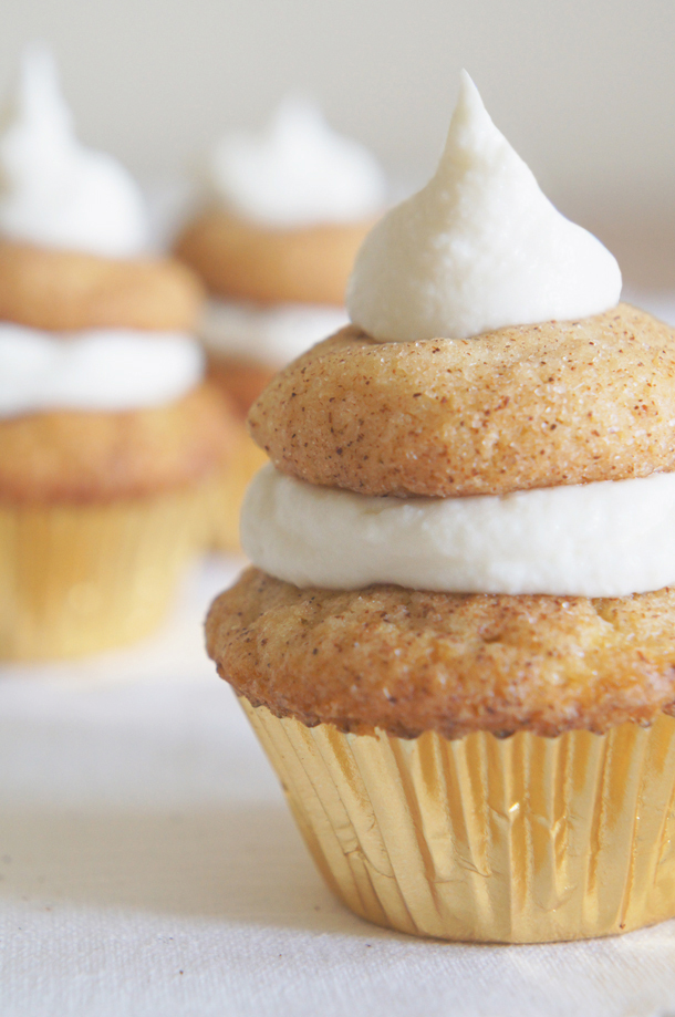 Sugary & Buttery - Mini Snickerdoodle Cupcakes with Sour Cream ...