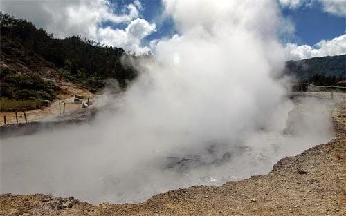Kawah Sikidang Dieng Plateau