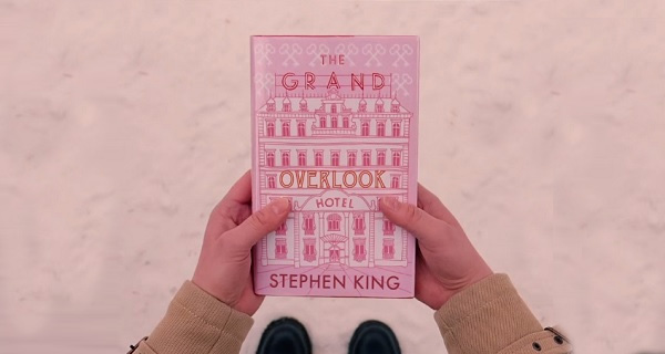 "The Grand Overlook Hotel"" (El Gran Hotel Overlook)."