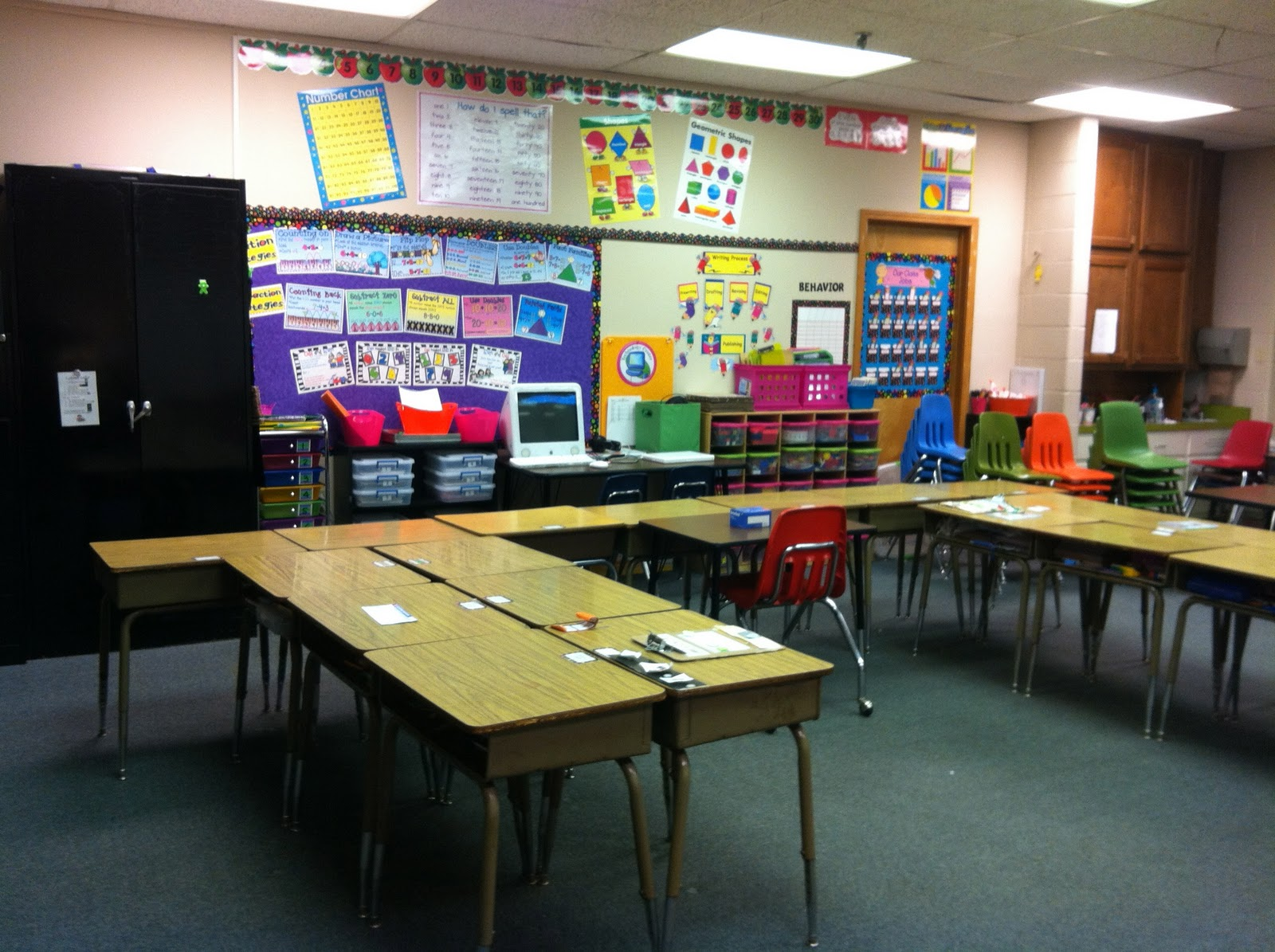 Classroom Decoration Desk Arrangements : Nd grade stuff clutter free classroom project linky party