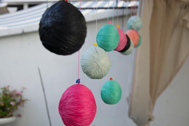 diy-guirnalda-bolas-hilo-algodon-luz