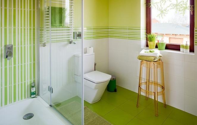 Baños Verde Con Beige:Los suelos en color verde limón también pueden ser una opción