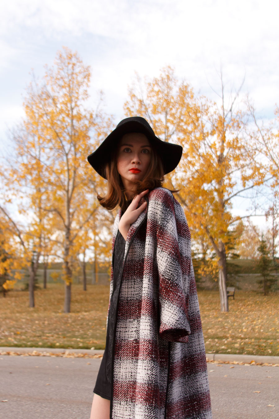 trapeze coat, checked coat, fall fashion, autumn fashion, baroque trend, embellished dress, floppy hat