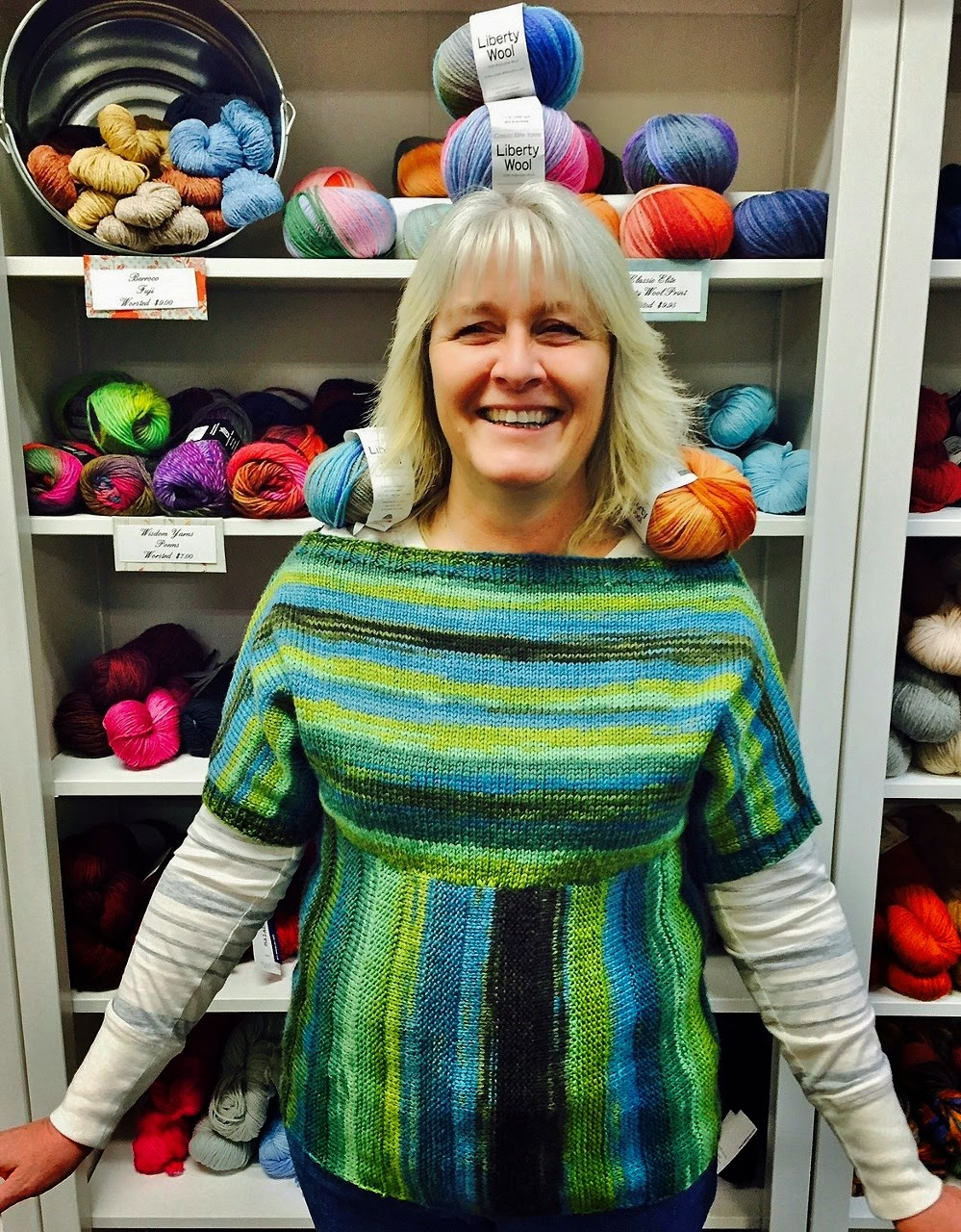 how to carry yarn in vertical colour blocking