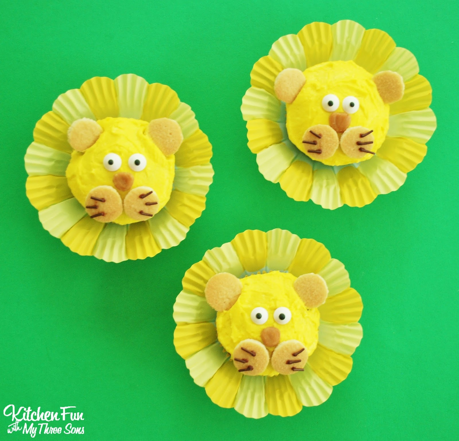 Easy Lion Cupcakes that you can decorate in minutes! KitchenFunWIthMy3Sons.com