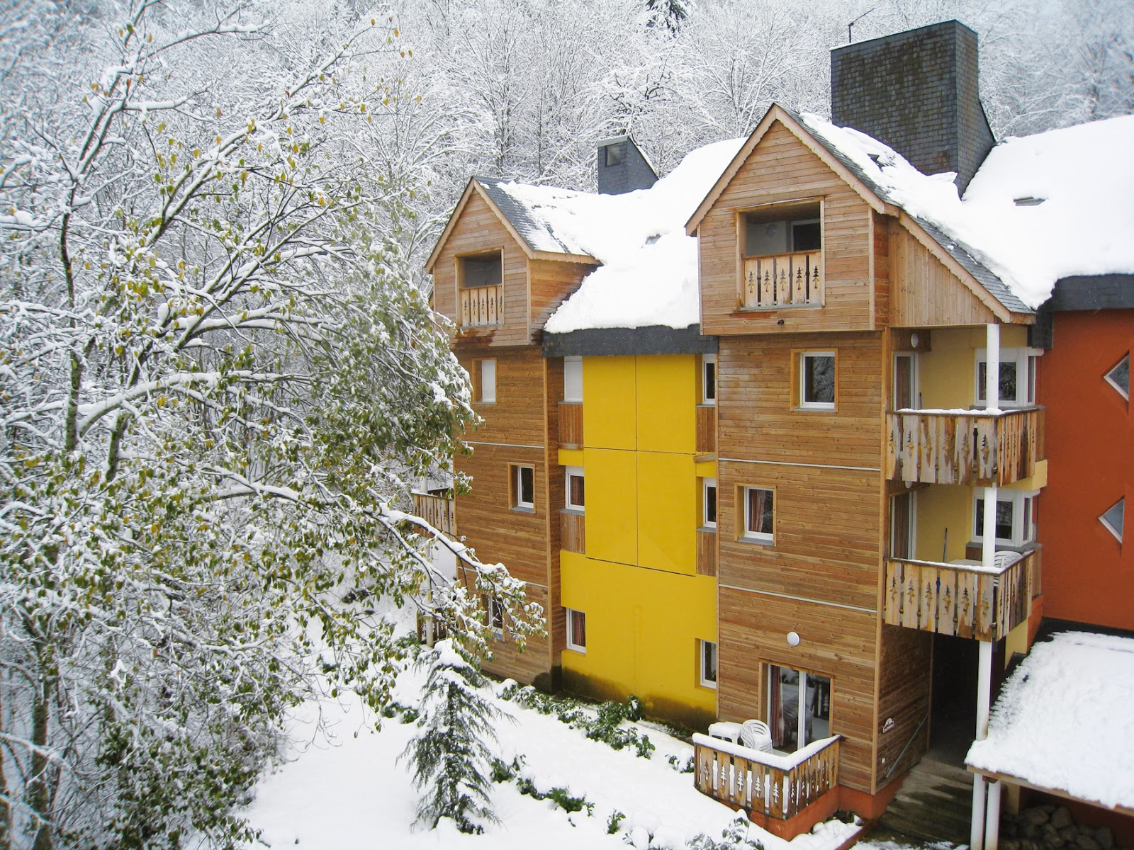 Le Domaine des 100 Lacs exterior, self catered accommodation Cauterets