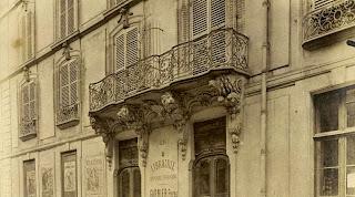 Balcon avec consoles à tête de lion du 6 rue des Saints-Pères à Paris vers 1900, photo de Atget