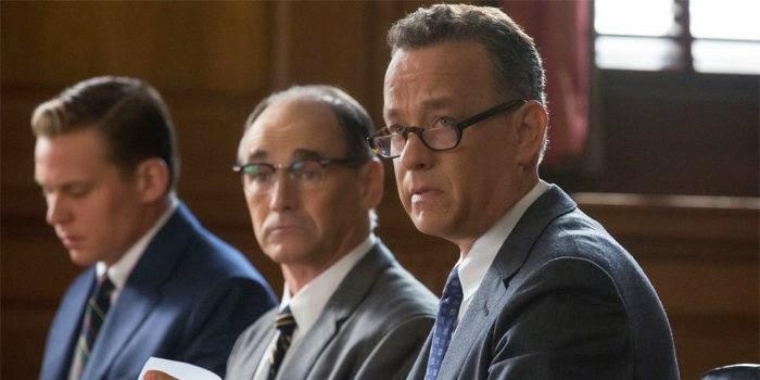 Novo filme de Steven Spielberg com Tom Hanks ganha título nacional