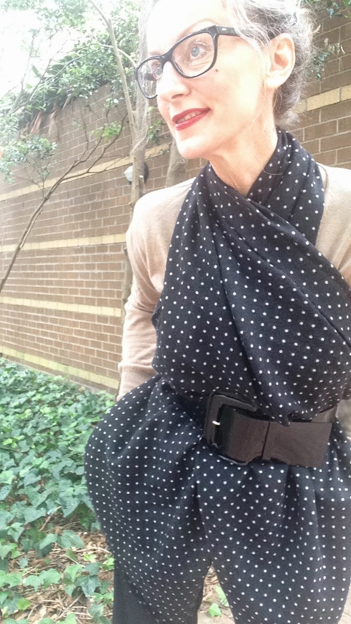 black and white spot wool scarf, camel v-neck jumper, how to tie a scarf