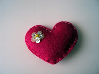 Broche fieltro corazon