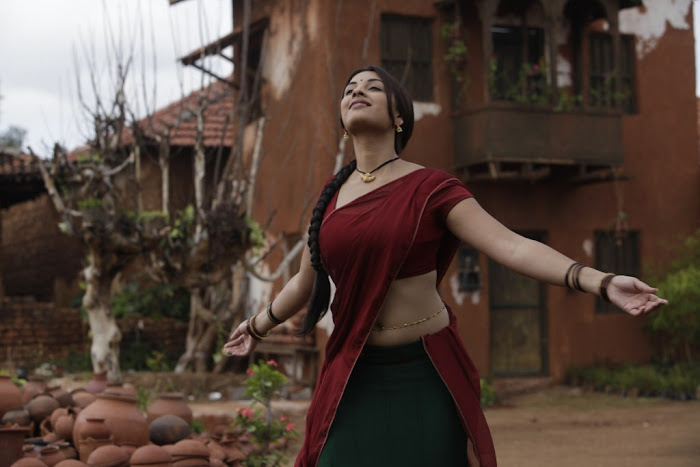 richa gangopadhyay saree from osthi movie unseen pics