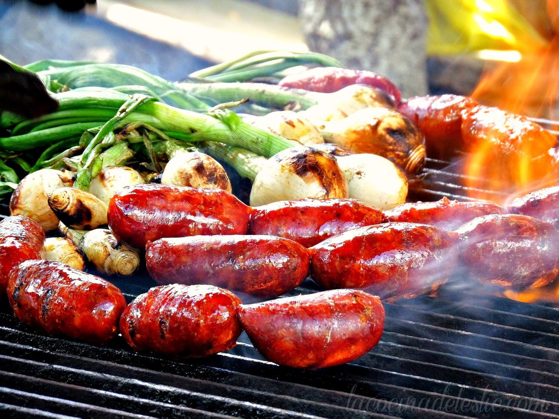 Chorizo y cebollas a la parrilla - lacocinadeleslie.com