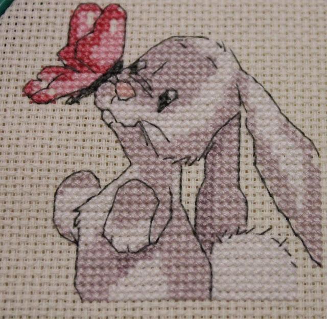 Вышитый крестиком кролик