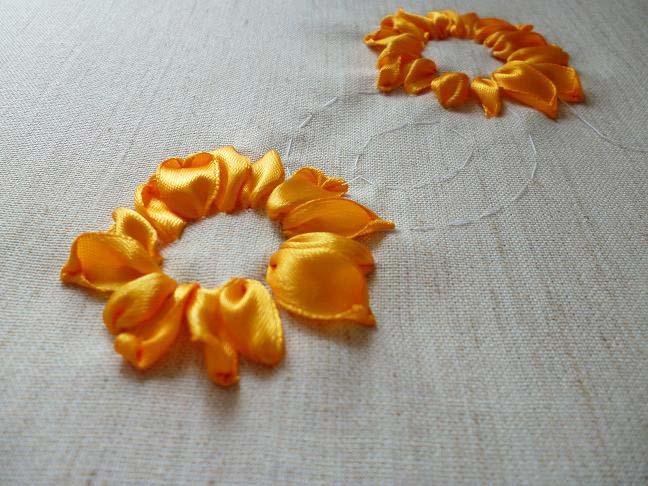 цветов в вышивке лентами
