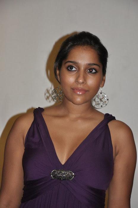 rashmi gautam cleavege ing latest photos