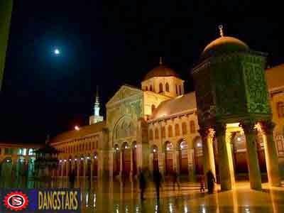 http://dangstars.blogspot.com/2013/11/foto-top-10-mesjid-mesjid-terunik-di-dunia.html