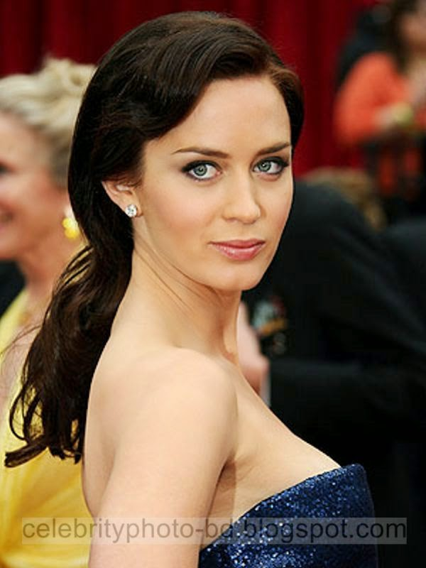 Emily+Blunt+New+Latest+Hot+Photos+With+Short+Biography017