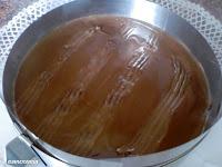 rayar con tenedor la capa de chocolate con leche