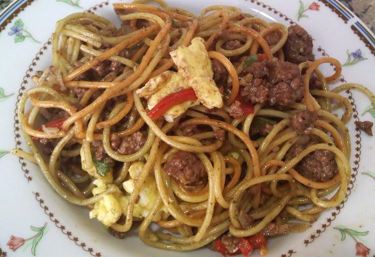 Espaquetis salteados con Calabacin, tortilla y Carne (estilo Chino)
