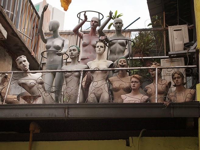 Mannequins, Piedra Negra Cafe