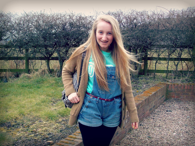 Blondies Style Fix - Blogger, Dungaree's outfit of the day