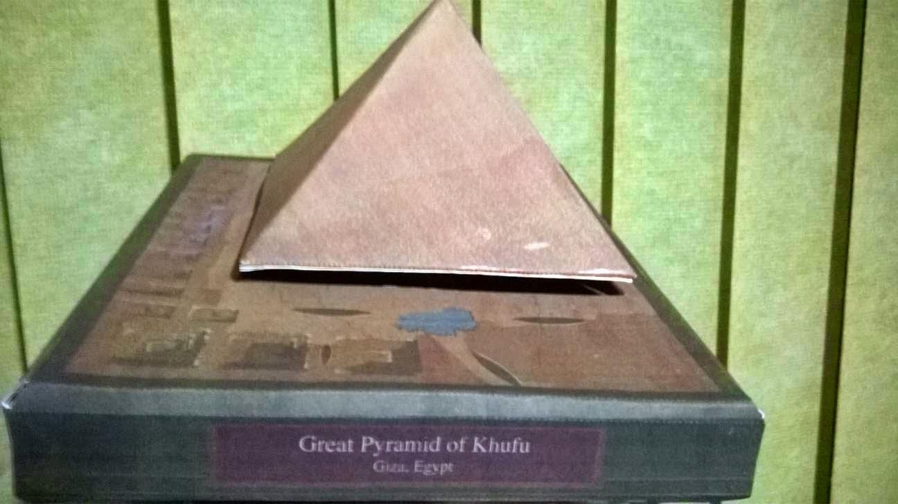 Maquete - Miniatura Pirâmide Quéops - Gizé - Egito