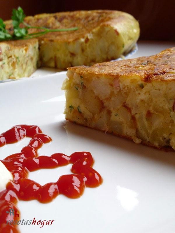 Tortilla española con queso y beicon