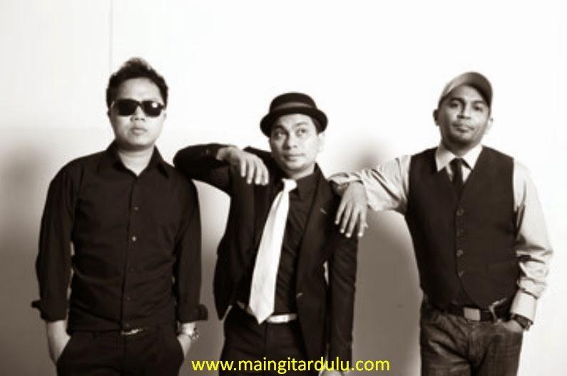 Gelora Cinta - Trio Lestari