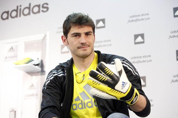 La marcha de Casillas al Oporto, la peor opción para adidas