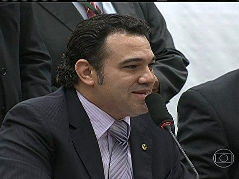 Feliciano fecha sessão de Comissão de Direitos Humanos para público