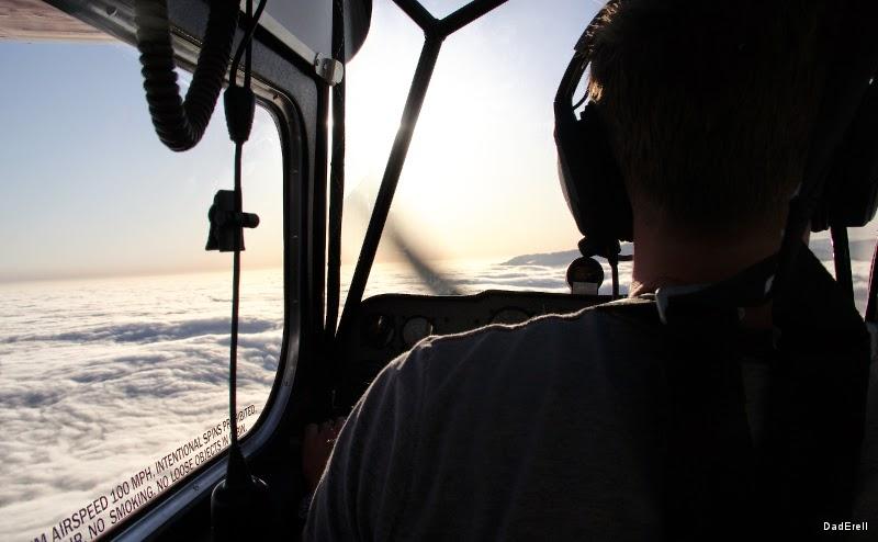 """En avion au-dessus du """"marine layer"""""""
