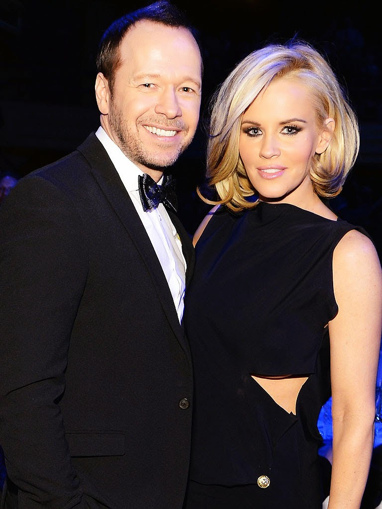 donnie dating jenny mccarthy Jenny mccarthy and donnie wahlberg are dating  donnie wahlberg & jenny mccarthy on their weird but true love | e live from the red carpet - duration.
